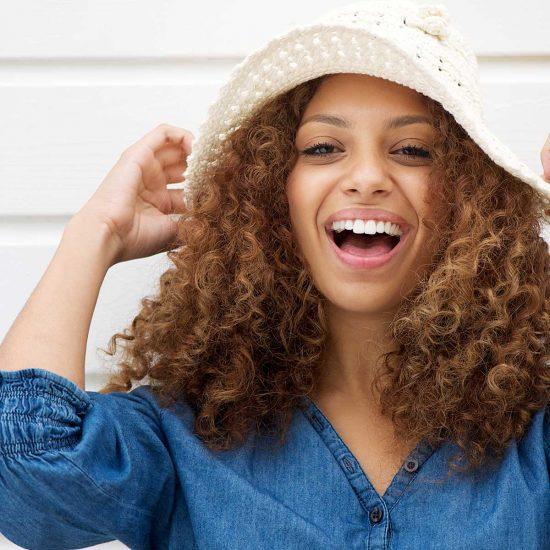 Brackets de Zafiro ¿Qué son? ¿Qué ventajas tienen? - Clínica Dental Acacias